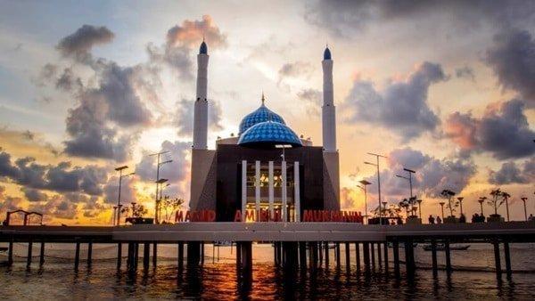 Masjid Apung di Makassar