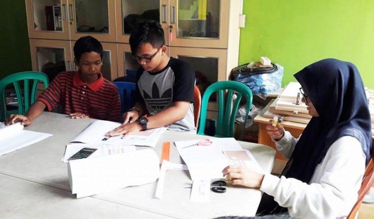 Kreativitas Murid Homeschooling biMBA Membuat Minicraft